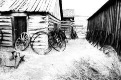 Carros viejos en un pueblo fantasma cerca de Cody, Wyoming, Estados Unidos Fotografía de archivo