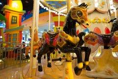 Carrossel com os cavalos no parque temático Imagem de Stock Royalty Free