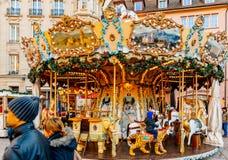 Carrossel de giro do carrossel do mercado do Natal Imagem de Stock