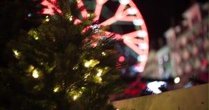 Carrossel durante o Natal com decoração filme