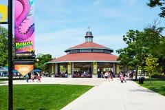 Carrossel no jardim zoológico de Brookfield foto de stock royalty free