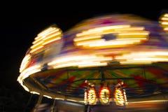 Carrossel no movimento na noite Imagens de Stock Royalty Free