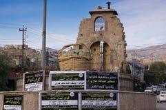 Carrossel principal no Curdistão de Akre Aqrah de Iraque com uma mesquita Fotos de Stock Royalty Free