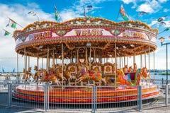 Carrossel tradicional do vintage do recinto de diversão em Cardiff fotografia de stock royalty free