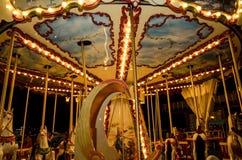 Carrossel velho nas luzes da noite que brilham Foto de Stock Royalty Free
