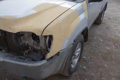 Carrosserie de voiture après l'accident Série automatique de réparation de corps - préparant avant la peinture Image stock
