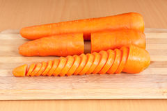 Carrot on chopping block Royalty Free Stock Photography