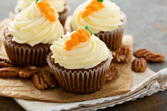 Carrot cupcakes with cream cheese frosting. And decoration Royalty Free Stock Photos