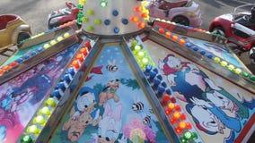 Carrousel avec les lumières colorées banque de vidéos