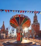 Carrousel bij de GOMmarkt op Rood Vierkant Nieuwjaar` s Markt royalty-vrije stock foto's