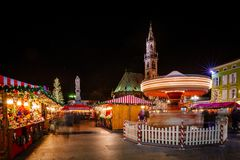 Carrousel bij de Kerstmismarkt, Vipiteno, Bolzano, Trentino Alto Adige, Italië stock foto's
