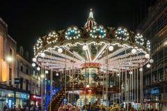 Carrousel bij Kerstmis in Cardiff Wales op 15 December, 2018 Niet geïdentificeerde mensen royalty-vrije stock foto
