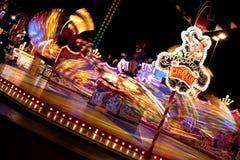 Carrousel bij nacht stock foto