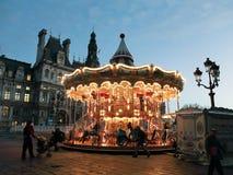 Carrousel chez Place de Hotel De Ville à Paris Photographie stock