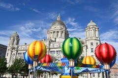 Carrousel démodé dans des docks de Liverpool Photos stock