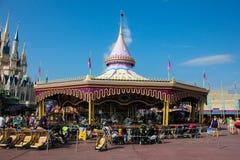 Carrousel dans Fantasyland au royaume magique Photos libres de droits