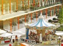Carrousel dans le mail de Palas Image stock