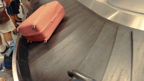 Carrousel de bagages dans le mouvement banque de vidéos