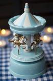 Carrousel de jouet avec de jeunes chevaux Photographie stock libre de droits