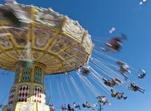 Carrousel de personnes tournant la tache floue rapide Image libre de droits