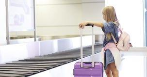 Carrousel de retrait des bagages banque de vidéos
