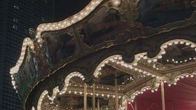 Carrousel die bij Nacht roteren stock videobeelden
