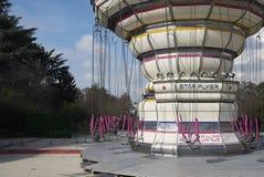 Carrousel in een Pretpark stock afbeelding