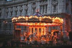 Carrousel la nuit photographie stock libre de droits