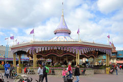 Carrousel majestueux de prince charme en monde de Disney Photo libre de droits