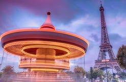 Carrousel met de Toren van Eiffel Stock Foto's
