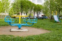 Carrousel op Kinderen` s speelplaats royalty-vrije stock afbeeldingen