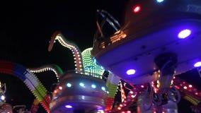Carrouseloctopus in de nacht stock footage