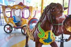 Carrouselpaarden bij het parkstad van Siam Stock Afbeeldingen