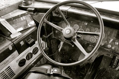 Carrozza d'annata dello scuolabus con il volante Immagini Stock