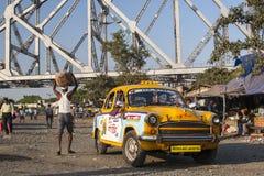 Carrozze gialle caratteristiche di Calcutta Immagini Stock Libere da Diritti