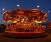 Carrusel del parque de atracciones en la noche Fotos de archivo