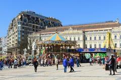 Carrusel en el cuadrado de Mikhailovskaya en Kiev, Ucrania Foto de archivo libre de regalías