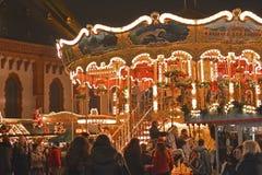 Carrusel en el mercado de la Navidad en Alemania fotografía de archivo libre de regalías