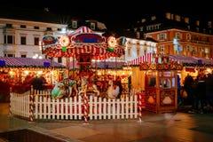 Carrusel en el mercado de la Navidad, Vipiteno, Bolzano, Trentino Alto Adige, Italia Imagen de archivo