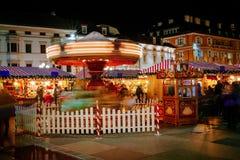 Carrusel en el mercado de la Navidad, Vipiteno, Bolzano, Trentino Alto Adige, Italia Fotografía de archivo