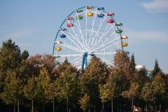 Carrusel en parque Foto de archivo libre de regalías