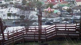 Carrusel en un parque en Ushuaia la Argentina almacen de video