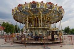 Carrusel hermoso en el cuadrado de ciudad kiev Imagenes de archivo