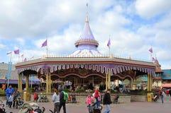 Carrusel real de príncipe el encantar en el mundo de Disney Foto de archivo libre de regalías