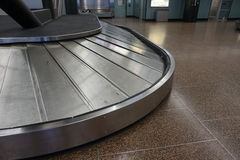 Carrusel vacío del equipaje Fotos de archivo