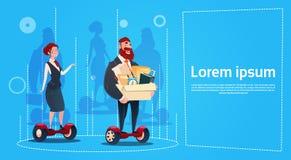 Carry Box Candidates Employees Human för sparkcykel för ritt för affärsman och kvinnaelektriska resurser Arkivbild