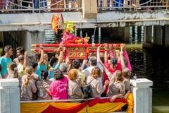 Carry Chinese Goddess Palanquins Across der Fluss Stockbild