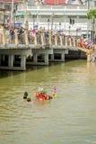 Carry Chinese Goddess Palanquins Across der Fluss Lizenzfreies Stockfoto