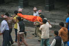 Carrying the dead to burn in pashupatinath,kathmandu,nepal Stock Photo