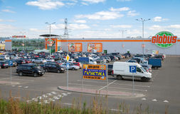 Cars against GLOBUS trade center in Krasnogorsk city, Moscow Region. KRASNOGORSK, RUSSIA - SEPTEMBER 19, 2014: Cars against GLOBUS trade center in Krasnogorsk Royalty Free Stock Images